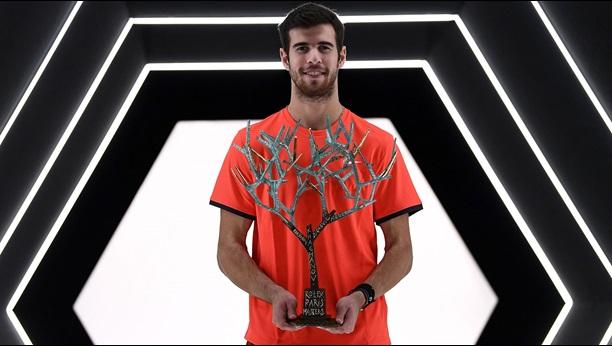 khachanov-paris-2018-trophy