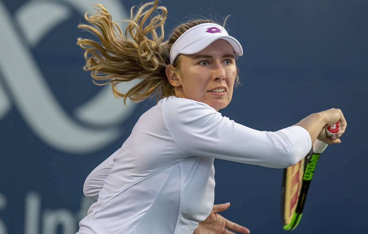 epa07763175 Ekaterina Alexandrova of Russia in action against Serena Williams of the USA during the Women's Singles round of 16 at the Rogers Cup tennis tournament in Montreal, Canada, 08 August 2019.  EPA-EFE/VALERIE BLUM
